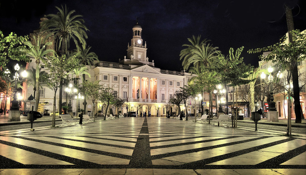 The Town Hall and Plaza de San Juan de Dios at night
