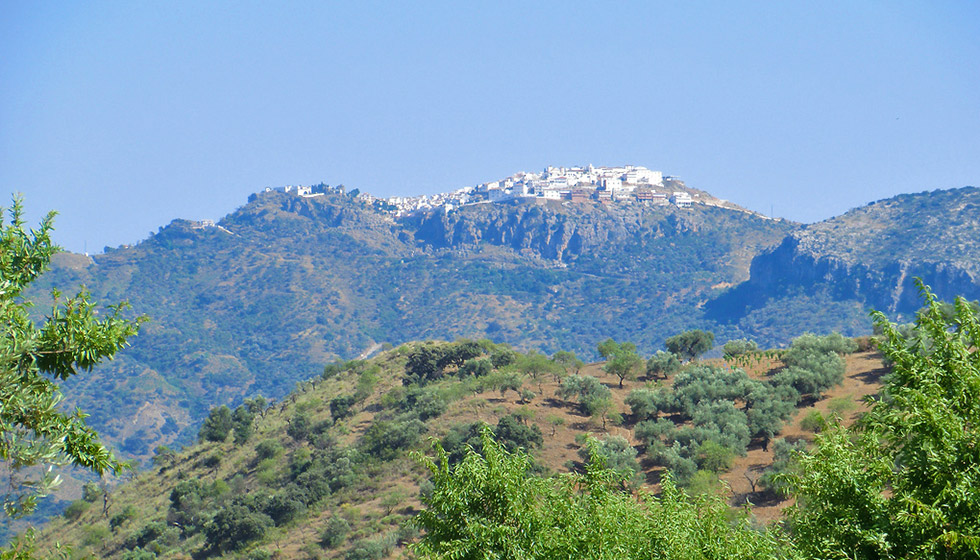 Comares perched on its dramatic ridge