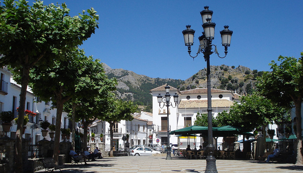 The main square of the village, La Plaza de España